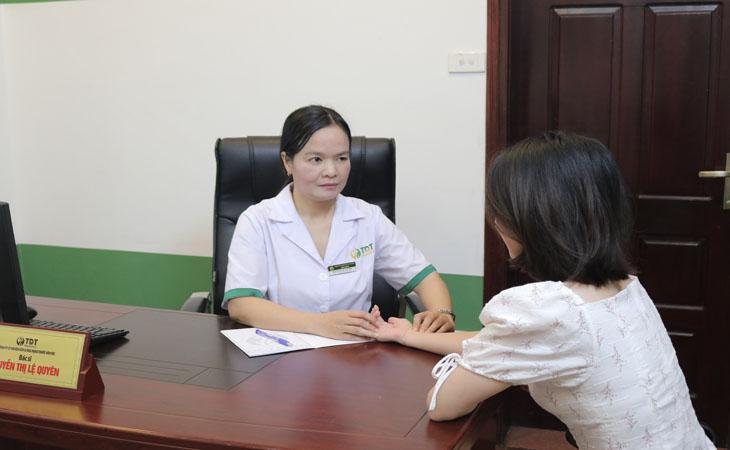 Người bệnh sẽ được bác sĩ thăm khám trước khi kê đơn thuốc