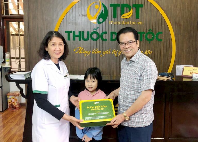 NS Trần Nhượng đưa cháu gái tới điều trịvà được chữa khỏi viêm dạ dày HP tại Thuốc dân tộc
