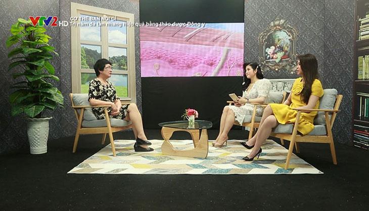 """Bác sĩ Nhuần và diễn viên Lương Thu Trang trong chương trình """"Cơ thể bạn nói gì?"""""""
