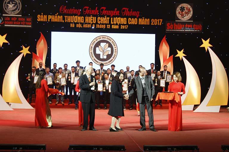 Trung tâm Thừa kế và Ứng dụng Đông y Việt Nam nhận giải thưởng CUP VÀNG