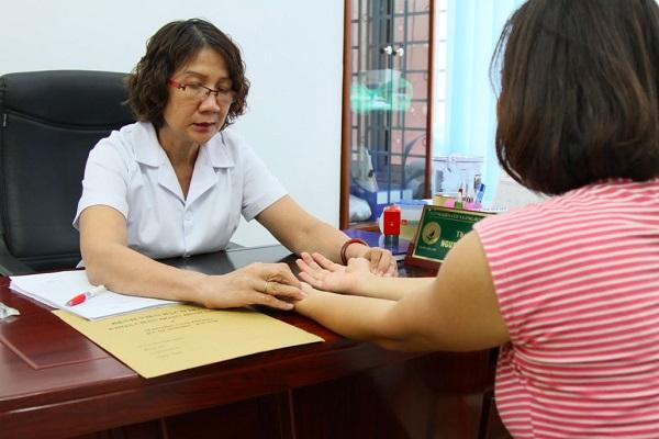 Khám chữa bệnh tại Trung tâm Thuốc dân tộc