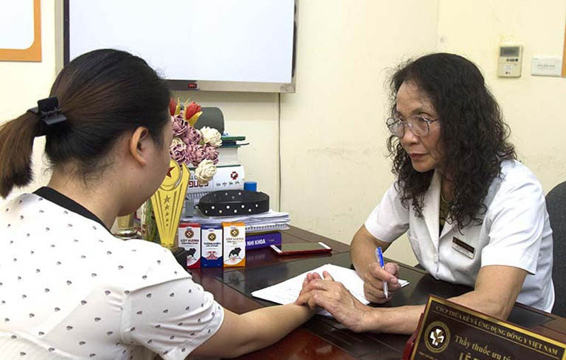 Bác sĩ Lê Phương khám rất tận tình