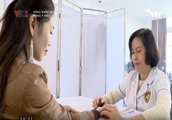 Chị Đỗ Thị Trang thăm khám trực tiếp cùng bác sĩ Đỗ Thanh Hà
