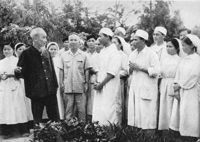 Cùng trò chuyện và lắng nghe lời dạy của Hồ Chính Minh