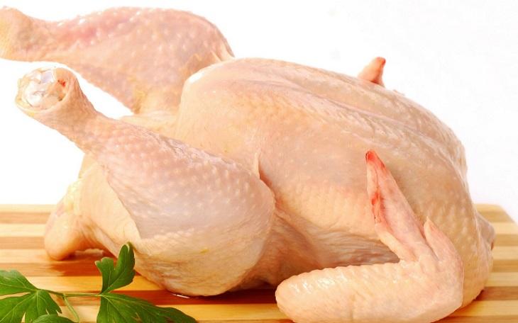 Vảy nến kiêng ăn gì? Thịt gà nằm trong nhóm nên hạn chế