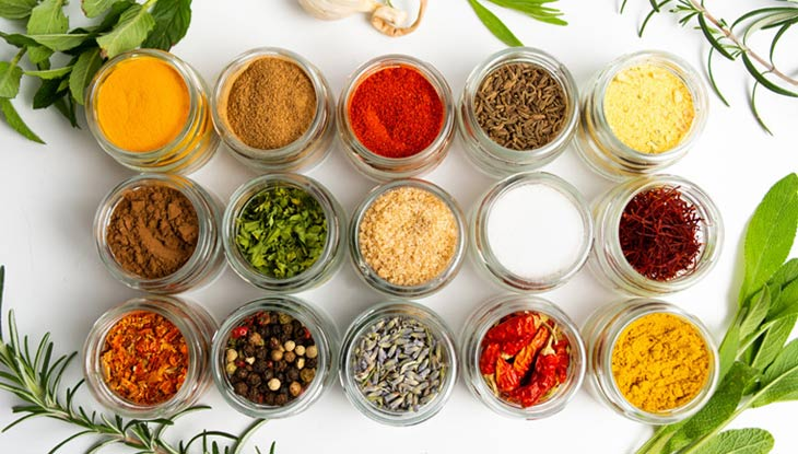 Bạn nên sử dụng các gia vị thảo dược trong việc chế biến món ăn mỗi ngày