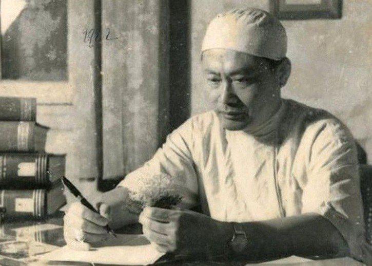 Giáo sư Tôn Thất Tùng