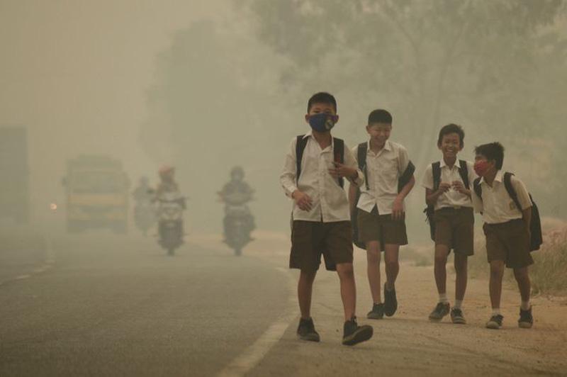 Môi trường ô nhiễm cũng là nguyên nhân gây ra bệnh viêm tai giữa chảy mủ