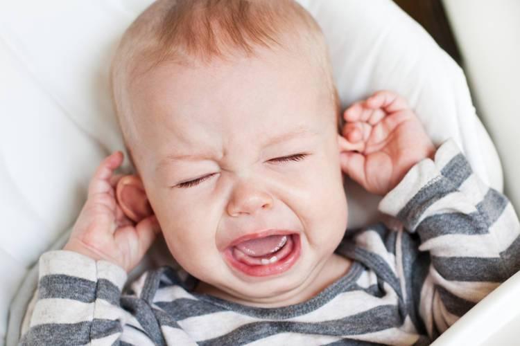 Phụ huynh cần theo dõi trẻ để phát hiện các triệu chứng bệnh sớm nhất