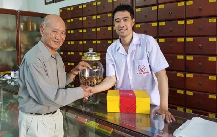 Bác sĩ Nguyễn Hữu Trường là người từng học tập tại nước ngoài