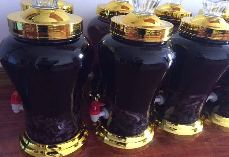 Rượu ba kích có công dụng ôn thận, tráng dương