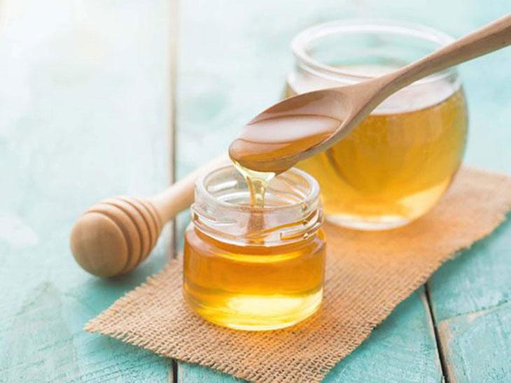 Uống mật ong mang lại nhiều lợi ích với việc điều trị bệnh dạ dày