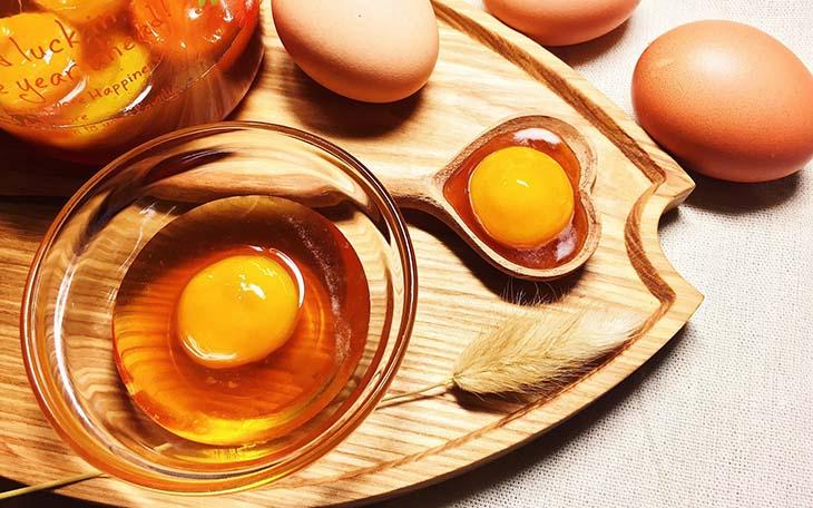 Đàn ông sinh lý yếu nên ăn trứng gà