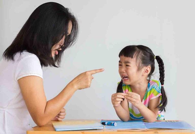 Bố mẹ tạo áp lực cũng là một nguyên nhân thường thấy