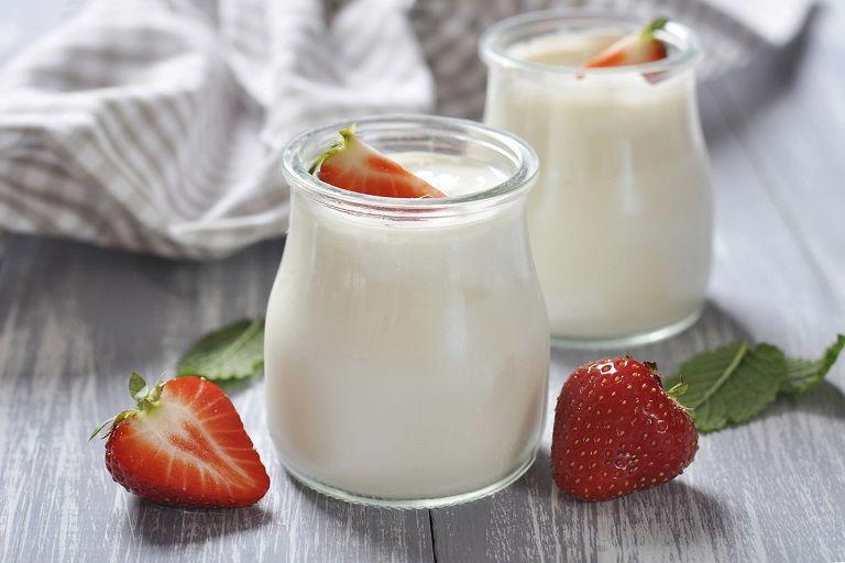Sữa chua chứa lợi khuẩn rất tốt cho người viêm đại tràng