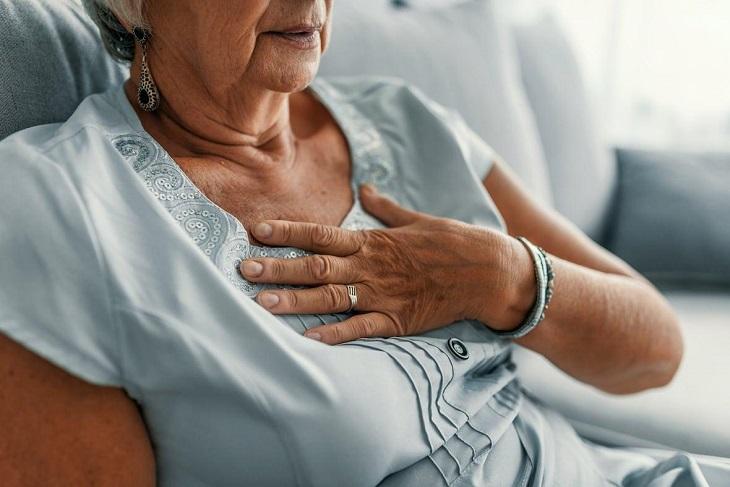 Thoái hóa cột sống cổ có thể gây ra bệnh tim mạch