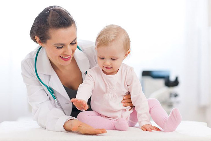 Đi thăm khám y tế càng sớm càng tốt, đặc biệt lưu ý với trẻ nhỏ