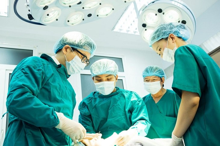 Trường hợp viêm khớp nghiêm trọng sẽ được chỉ định phẫu thuật