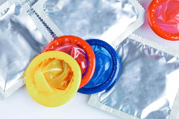 Sử dụng bao cao su là biện pháp phòng tránh bệnh lây qua đường sinh dục hiệu quả