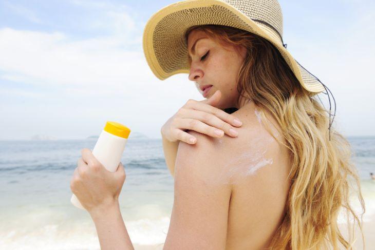 Bôi kem chống nắng giúp chống lão hóa ngăn ngừa ung thư da