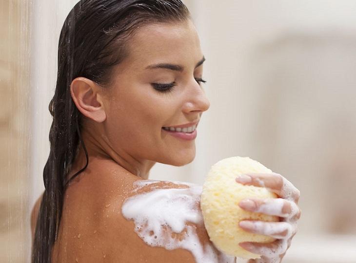 Người mắc mề đay cholinergic cần chú ý tới công đoạn vệ sinh da