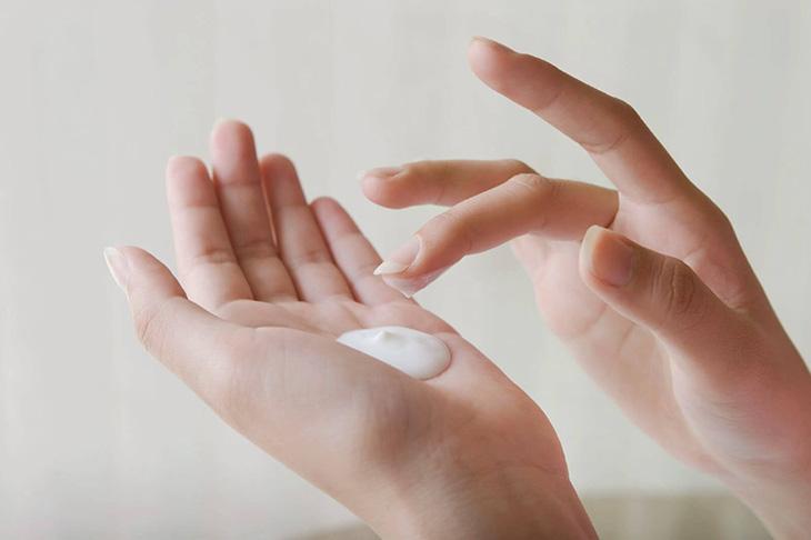 Cai nghiện kem là một trong các cách phục hồi da sau khi dùng kem trộn