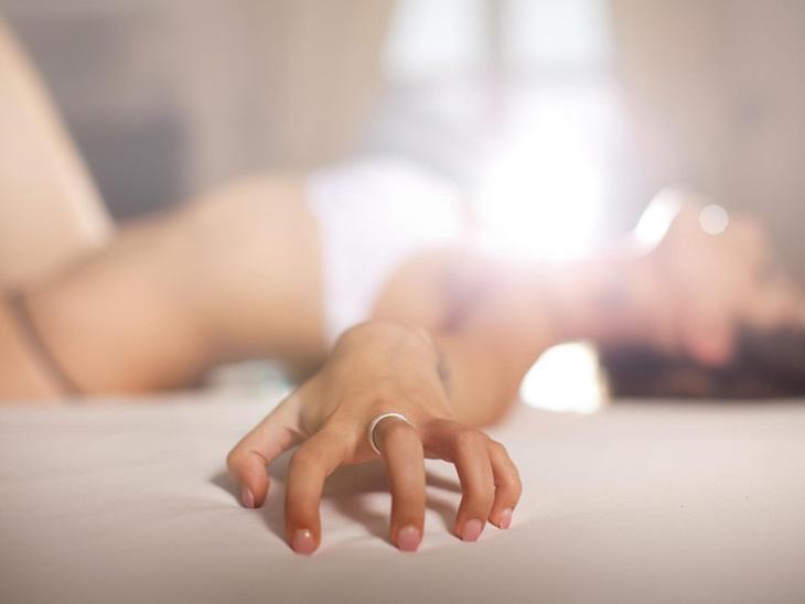 Cách quan hệ không rách màng trinh bằng tay an toàn