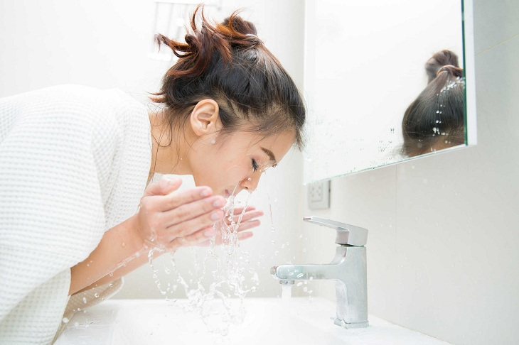 Vệ sinh sạch làn da bị nhiễm corticoid