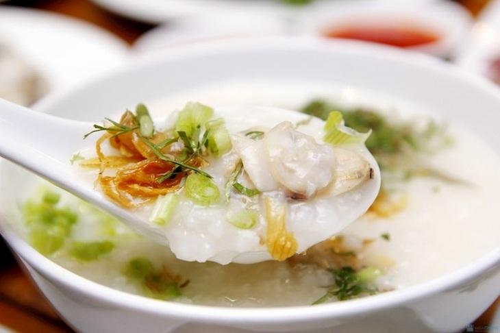Cháo, súp, canh,... là các món nên ăn khi viêm họng