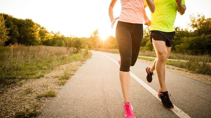 Đi bộ là bài tập thoát vị đĩa đêm giúp lưu thông tuần hoàn máu