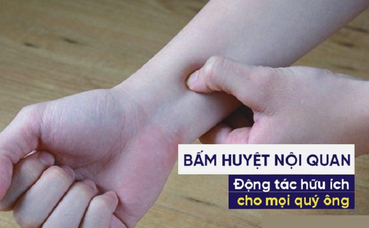Chống xuất tinh sớm bằng cách bấm huyệt cổ tay nội quan