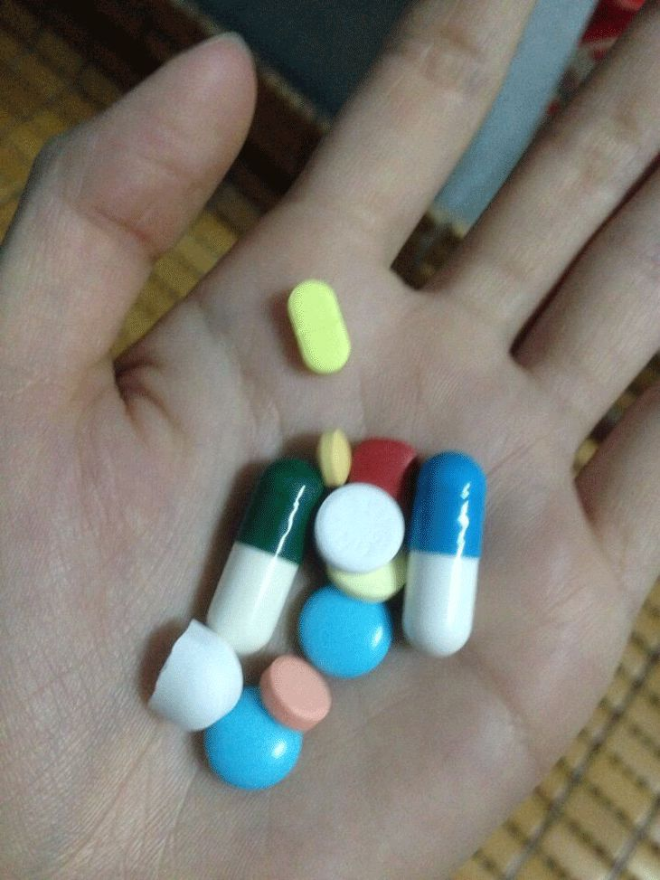 Bác Nghĩa liên tục sử dụng thuốc Tây để giảm những cơn đau nhức xương khớp