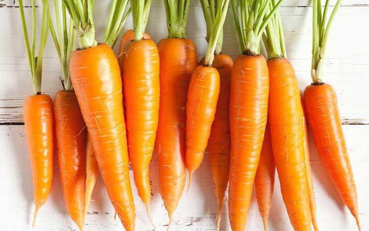 Cà rốt là thực phẩm có sẵn trong gian bếp, vừa rẻ lại an toàn để chữa khô âm đạo