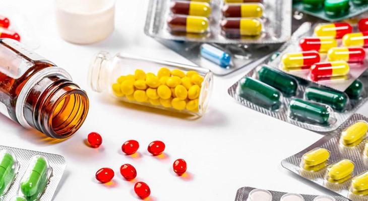Thuốc Tây chữa bệnh nhanh chóng tuy nhiên lại có những tác dụng phụ không mong muốn