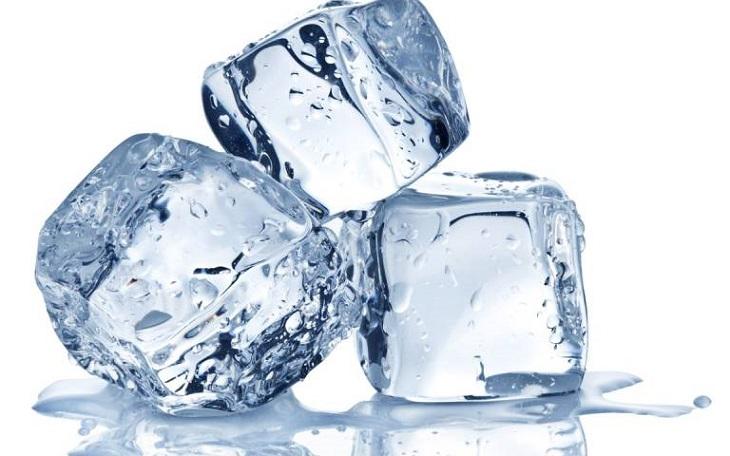 Chườm lạnh giúp giảm ngứa nhanh