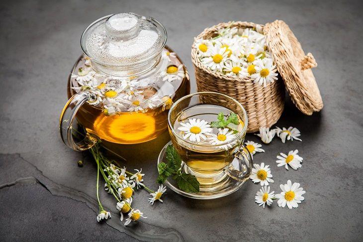 Cách trị nổi mề đay tại nhà bằng trà hoa cúc giúp điều trị mề đay do nóng gan