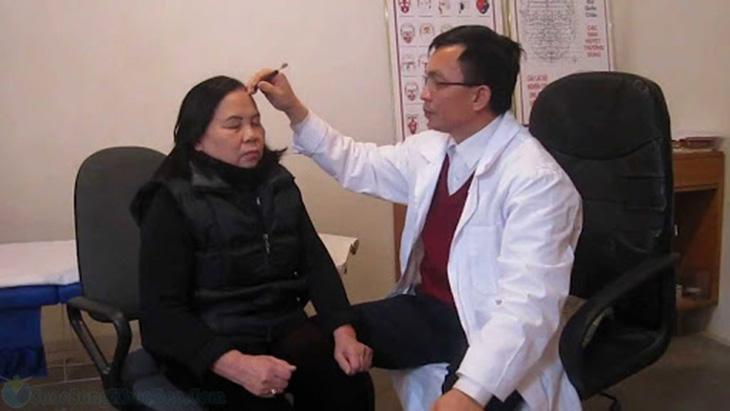 Phụ thuộc tình trạng bệnh bệnh nhân được chỉ định điều trị phương pháp khác nhau