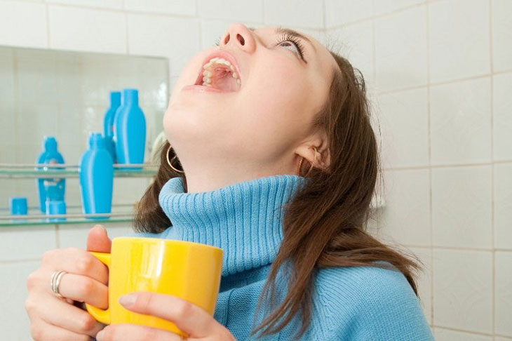 Vệ sinh răng bằng nước muỗi loãng giúp hỗ trợ điều trị bệnh