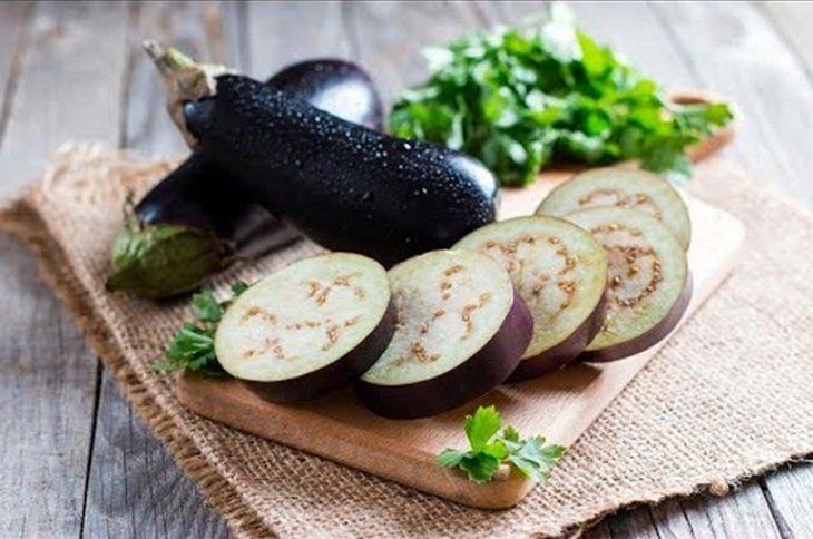 Trong mỗi trái cà tím chứa lượng vitamin B và chất chống oxy hóa dồi dào.