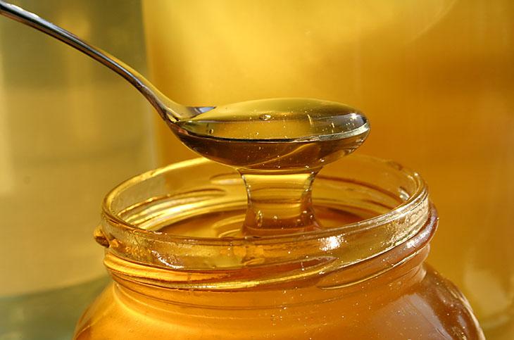 Trong mật ong chứa nhiều chất tốt cho sức khỏe và sinh lý