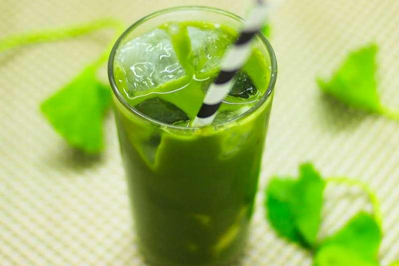 Uống nước rau má vừa giúp đào thải độc tố, vừa làm đẹp da