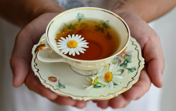 Thải độc da nhiễm corticoid bằng trà hoa cúc