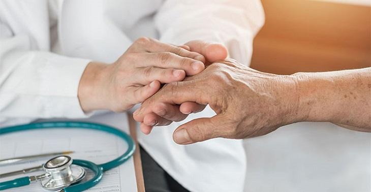Đau nhức xương khớp cần được thăm khám kịp thời
