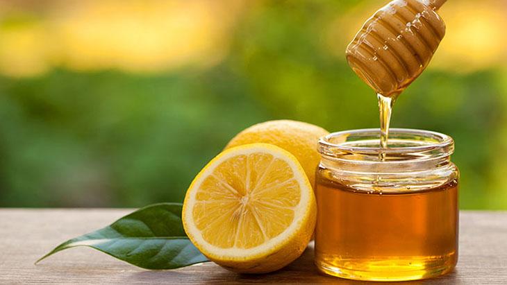 Dùng mật ong - chanh điều trị viêm họng tại nhà