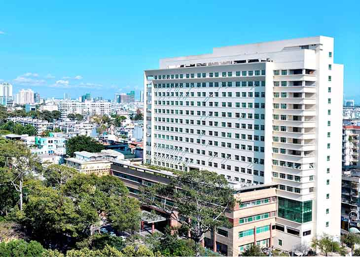 Bệnh viện ĐH Y Dược ngay trung tâm thành phố