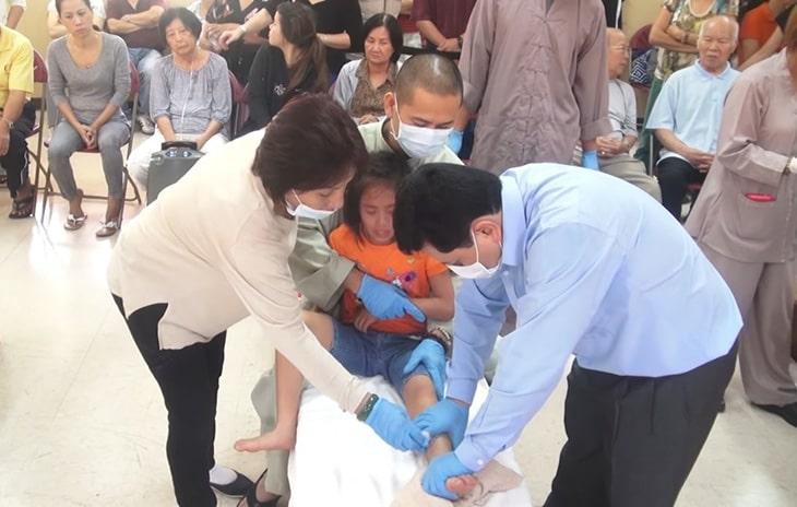 Lương y khám, chữa bệnh miễn phí cho người nghèo
