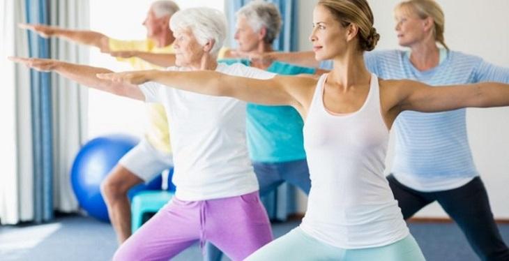 Những bài tập thể dục nhẹ nhàng giúp chị em có sức khỏe dẻo dai, hỗ trợ điều trị thời kỳ này