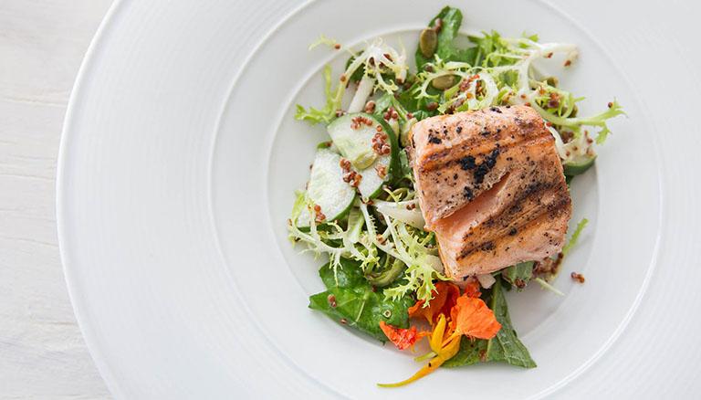 Dinh dưỡng hợp lý trong thời gian sau sinh giúp giảm nguy cơ tái phát mề đay