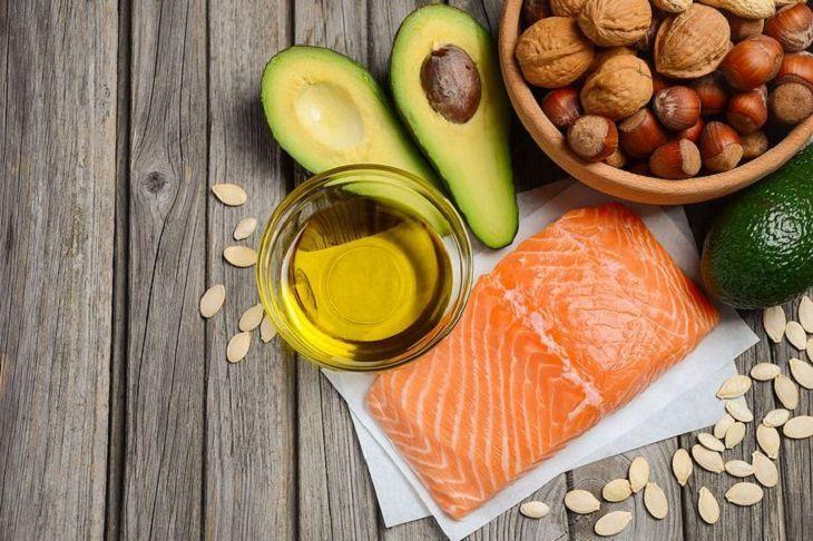 Người bị ngứa chân tay nên bổ sung nhiều thực phẩm giàu Omega để triệu chứng nhanh chóng được đẩy lùi