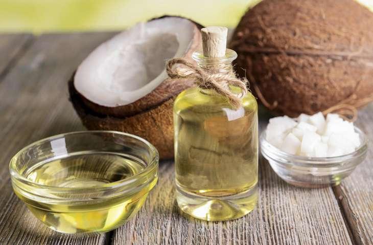 Dầu dừa giúp kháng khuẩn, làm dịu và cấp ẩm cho da đầu